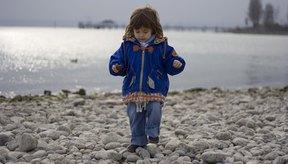Todos los niños pequeños ocasionalmente pueden caminar sobre la punta de sus dedos.