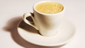 Beber café, incluso descafeinado, puede causar acidez estomacal.