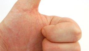 Mueve lentamente tu dedo pulgar en un círculo en la articulación base.