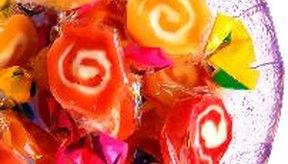 Algunos tipos de dulces libres de azúcar contienen edulcolorantes.
