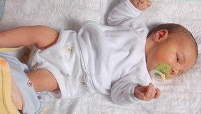 El cólico hace que los recién nacidos lloren inconsolablemente, especialmente al atardecer.