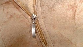 La piel de cuero de vaca es un material flexible y transpirable utilizado para vestimenta fina.
