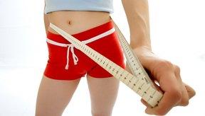 Todo lo que necesitas para medir tu cintura y cadera es una cinta métrica.