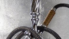 Fumar pipa de agua a menudo se piensa que es más seguro que fumar cigarrillos, sin embargo, puede ser igual o más peligroso.