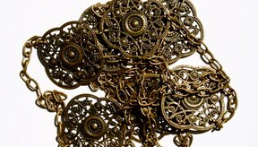 Necesitas mantener limpias todas tus joyas de bronce.