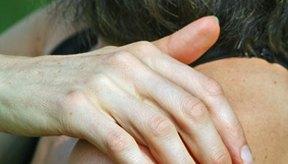 El desgarro del manguito rotador ocurre debido al atletismo o al envejecimiento.