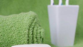 Limpia el removedor de adhesivos con jabón y agua.