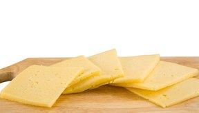 Las rebanadas de queso americano son altas en calcio.