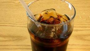 Evita las bebidas de cola ya que contienen altos niveles de fósforo en forma de ácido fosfórico.
