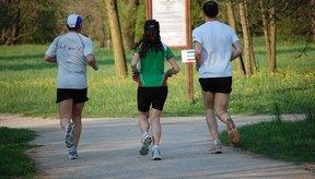 Con el tiempo, correr 5 millas con tus amigos puede mejorar tu condición física.