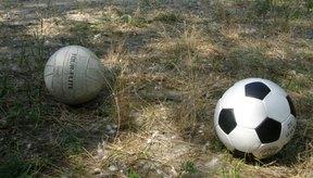 Al igual que un balón de fútbol, el balón de voleibol se puede patear.