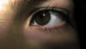 Las infecciones por clamidia en los ojos pueden ser tratadas con facilidad con la receta de antibióticos.