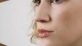 El ácido salicílico ayuda a desbloquear los poros y los folículos para una piel limpia y libre de acné.