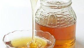 La miel cruda ayuda a nutrir tu piel.