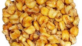 El maíz tostado son granos de maíz que han sido fritos en aceite.