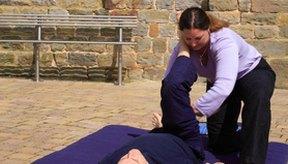 El masaje en las piernas tiene beneficios para la salud.