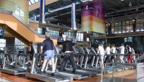 Asiste al gimnasio dos veces al día para quemar calorías adicionales.