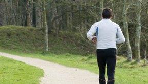 Algunas personas experimentan dolor en el pecho cuando corren en el frío.