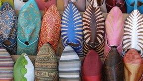 Los zapatos muy ajustados que no son de piel pueden estirarse para que te queden bien.