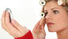 La pre-base de maquillaje también se coloca antes de la sombra para párpados porque evita las grietas.