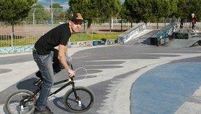 Las bicis BMX están construidas para ser pequeñas y para permitir que el conductor tenga libertad de movimiento.