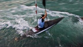 Usar un ángulo de zagual más alto ayudará a andar más rápido en kayac.
