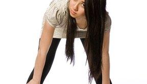 Estirar en forma adecuada puede ayudarte a evitar desgarros musculares.