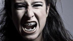 Fuerza tus cuerdas vocales para quedar afónico.