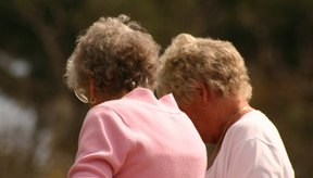 Un paseo con un amigo o un vecino puede ayudar a estimular tu apetito.