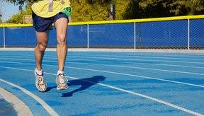 El esfuerzo excesivo durante una carrera causa dolor del músculo gastrocnemio.