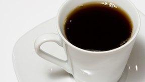 La cafeína del café, acelera el sistema nervioso central.
