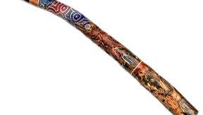 Para los iniciados, es más sencillo aprender a tocar los didgeridoos que en los convencionales de madera.