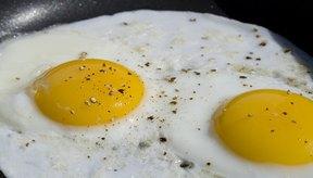 Evita grasas, huevos y otros alimentos que agravan las condiciones de cálculos biliares.