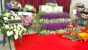 Aprende la mejor manera de preparar el cuerpo de un difunto para la funeraria.