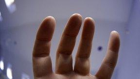 El entumecimiento en los dedos puede ser causado por desórdenes localizados o enfermedades sistémicas.