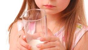 El pescado, las aves de corral, las carne, los huevos y los productos lácteos son las mejores fuentes de vitamina B12.