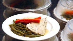 Consumir una variedad de alimentos puede ayudar a reunir las necesidades de tus macronutrientes.
