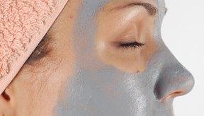 Las máscaras de arcilla bentonita pueden absorber las toxinas debajo de la piel facial.