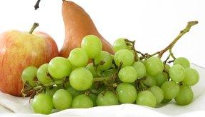 Evita comer ciertas frutas para controlar la candidiasis.
