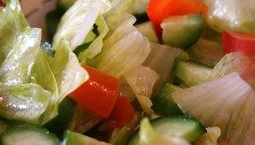 Elige opciones de menús de comidas más saludables como la ensalada y el pollo a la parrilla.