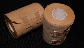 En el tratamiento de la dermatitis por estasis se usan vendajes para proteger y mantener limpia el área afectada.