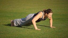 Las flexiones (push-ups) son uno de los mejores ejercicios para fortalecer los músculos del pecho.