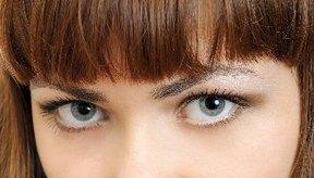 Realza tu cutis con una mirada gris acero.