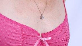 La progesterona y el estrógeno afectan el tamaño de los senos.