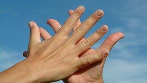 Un baño de parafina puede hacer que tus pies y manos estén más suaves.