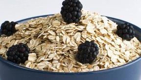 La avena te ayuda a perder peso porque la fibra te hace sentir satisfecho por más tiempo.