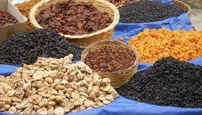 Los alimentos con alto contenido de fibra, como los frutos secos, pueden ayudar a prevenir las hemorroides.
