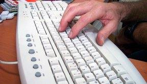 El uso del teclado es una de las muchas causas de la tendinitis en la mano.
