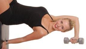 Utiliza pesas para tonificar rápido tus brazos.
