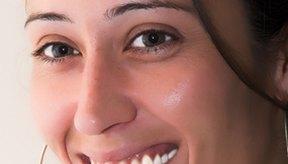 Algunos alimentos pueden manchar los dientes después de someterte a una sesión de blanqueamiento dental.